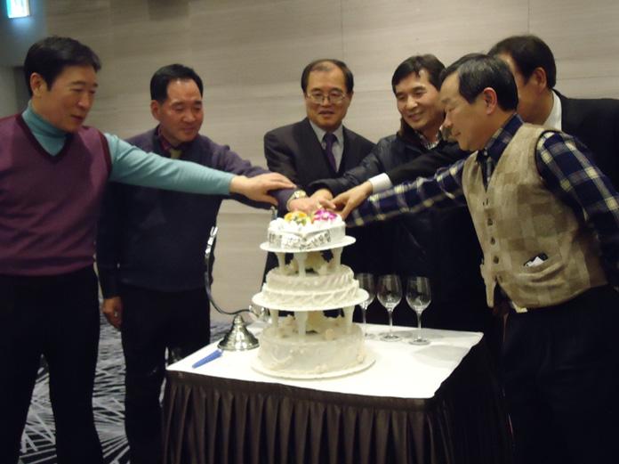 4_송년회케이크커팅_2012-12.jpg